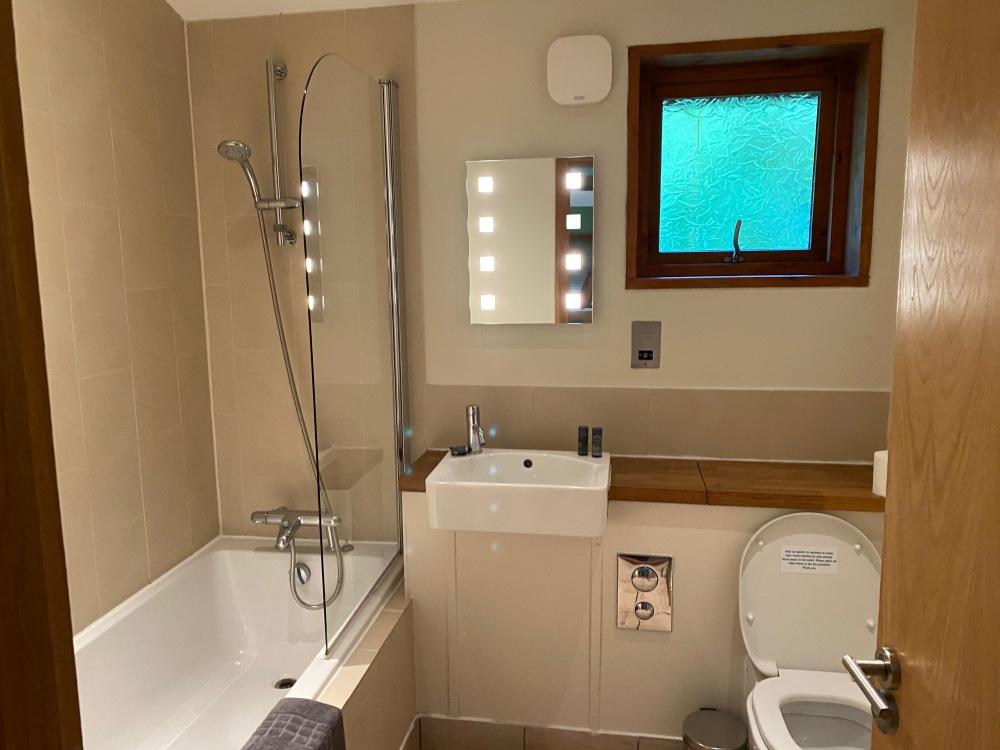 Forest Holidays Golden Oak cabin - Main bathroom